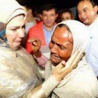 Video Isteri Perdana Menteri Turki Menangis Semasa Melawat Rohingya