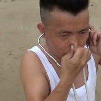 Video Lelaki China Mampu Meniup Tiup Tayar Dengan Telinga