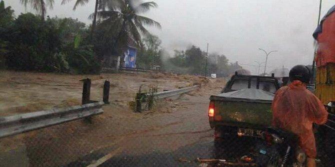 Video Ngerinya Banjir Bandang Terjang Pasuruan