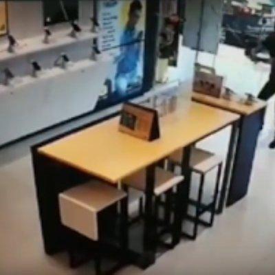 Video Susut Rm4 Sehari Lelaki Mengamuk Serang Kedai Telekomunikasi
