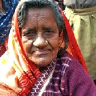 Wanita Buat Kejutan Pulang Rumah Selepas Dia Disangka Mati Akibat Dipatuk Ular 40 Tahun Yang Lalu