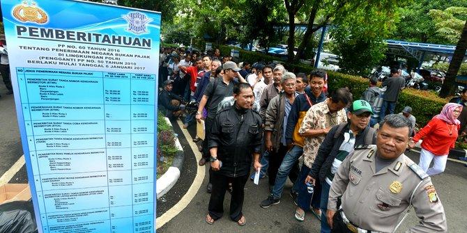 Warga Depok Ngeluh Banyak Calo Pelayan Buruk Urus Surat Kendaraan