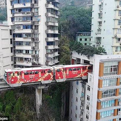 Wow Bangunan Yang Mempunyai Landasan Kereta Api Didalamya