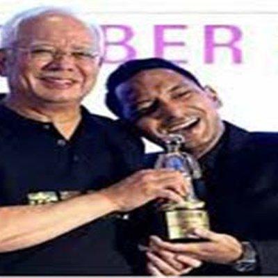 Zizan Cerita Sebab Lentok Manja Di Bahu Najib